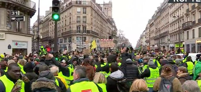 yellowvests3.jpeg